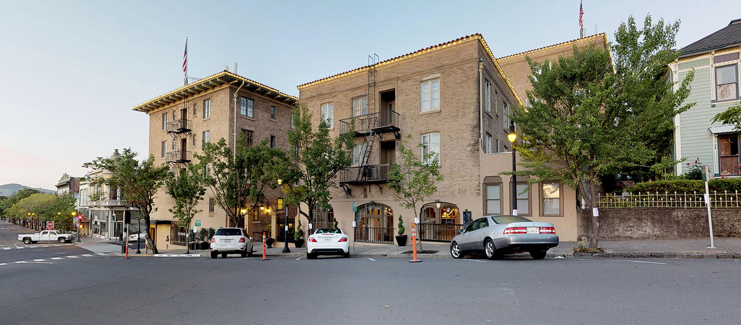 THERE ARE PLENTY OF PARKING OPTIONS NEAR HOTEL PETALUMA