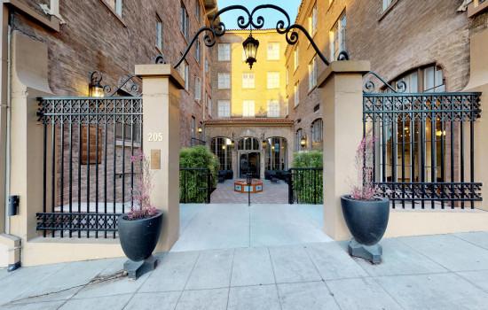 Hotel Petaluma - Entrance